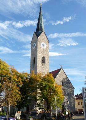 Holzkirchen: Alte kath. Pfarrkirche St. Laurentius